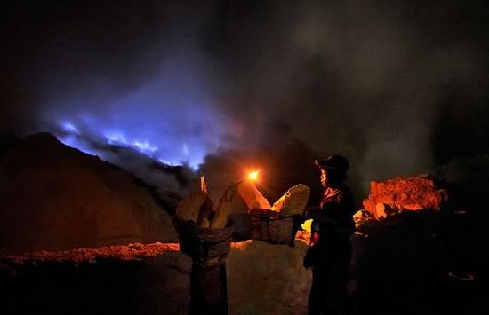 paket wisata banyuwangi 2h1m, kawah ijen blue fire